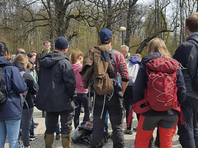 A large group of people outdoors with backpacks, photo.